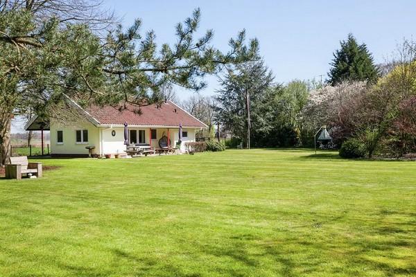 Vakantiehuis met omheinde tuin Heino