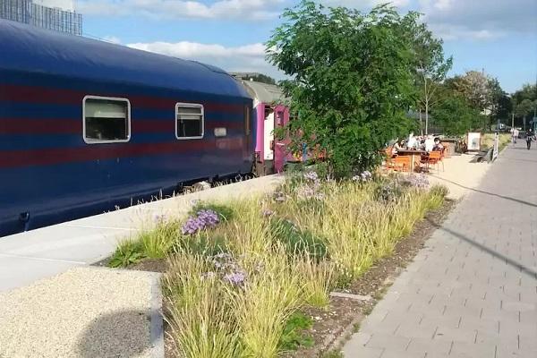 origineel overnachten trein amsterdam
