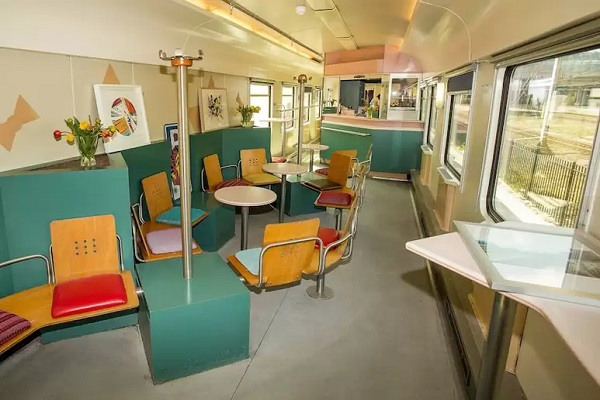 origineel overnachten trein amsterdam (4)a