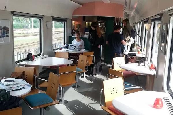 origineel overnachten trein amsterdam (7)a
