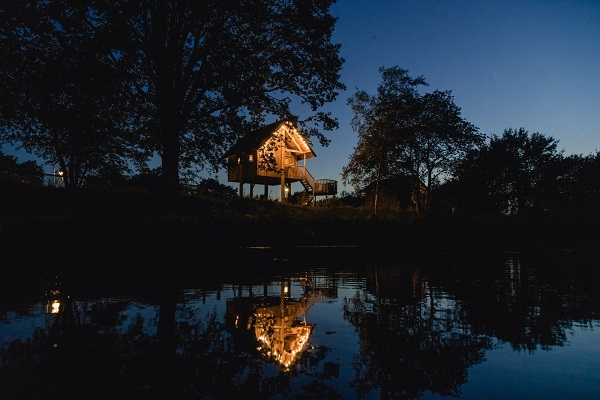 Origineel overnachten boomhut Nederland water