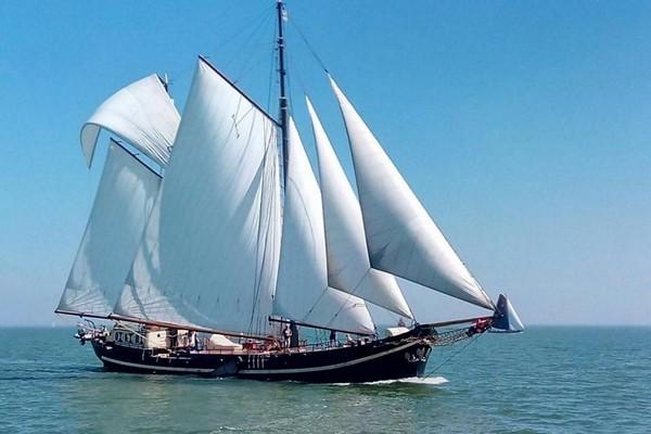 origineel overnachten boot Nederland Leiden