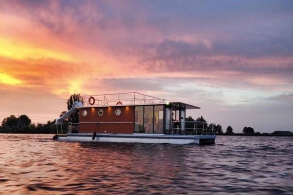 origineel overnachten boot Nederland Friesland