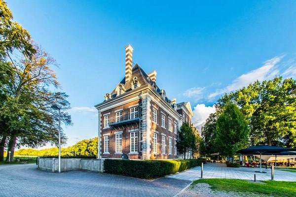 uniek overnachten kasteel limburg