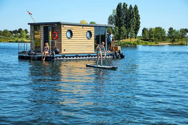 uniek overnachten boot limburg belgie