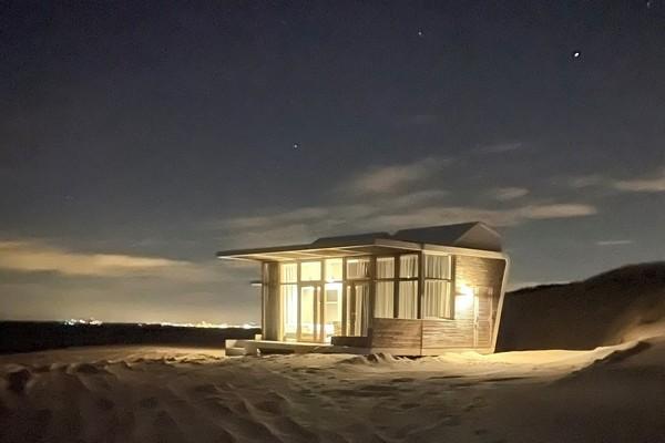 uniek overnachten strandhuisje nederland